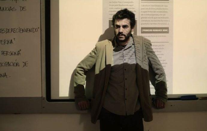 """Javier Drolas é uma das estrelas do elenco de """"A Menina ..."""